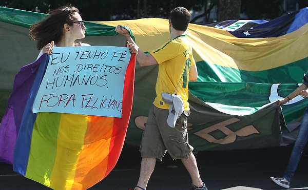 Manifestação contra o Dep. Marcos Feliciano (PSC-SP) em Brasília/DF. Foto de Sergio Lima/Folhapress.