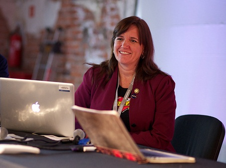 Jeanne Holm no Open Goverment Data Camp. Foto de Sebastiaan Ter Burg no Flickr em CC, alguns direitos reservados.