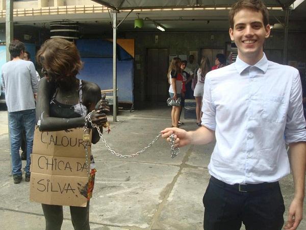 Trote racista na faculdade de Direito da UFMG. Foto compartilhada no facebook por Thomaz Reis.