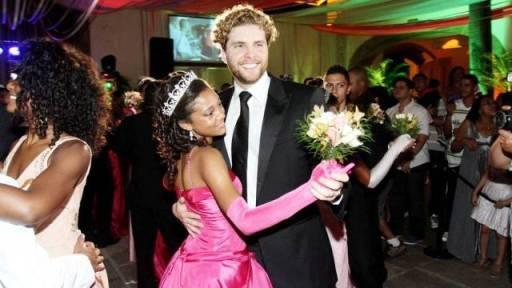 Thiago Fragoso foi um dos príncipes do baile de debutantes promovido pela UPP da Providência. Foto de Rafael Moraes / Extra