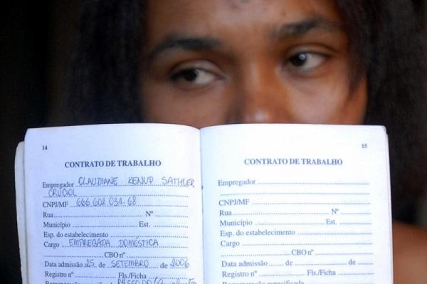 Leci Aniceto dos Santos, empregada doméstica, diz que se carteira de trabalho não for assinada prefere voltar para o Piauí. Foto: Wilson Dias/Agência Brasil.