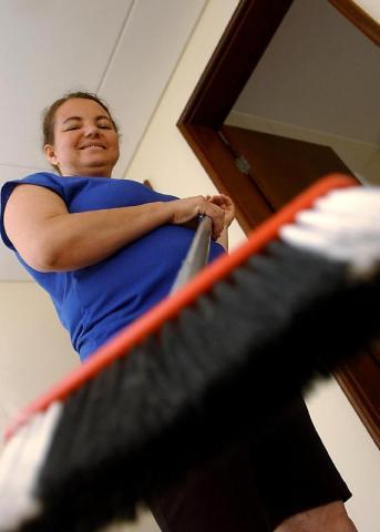 Brasília - A trabalhadora doméstica Ana Vaz Cardoso afirma que sempre teve os direitos assegurados, como carteira de trabalho e FGTS. Foto de Marcello Casal Jr./ABr.