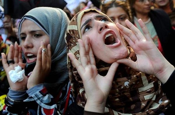 """Enquanto as questões das mulheres no mundo islâmico estão sendo debatidas, a questão central do que significa """"igualdade"""" e como se expressa continuam largamente ignoradas. Foto de Mohamed Omar/EPA."""