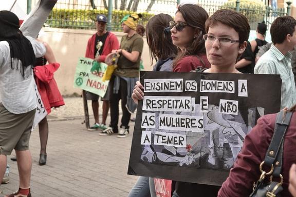 Marcha das Vadias e da Maconha de Juiz de Fora - MG, em 2012. Imagem do Coletivo Sem Paredes no flickr, alguns direitos reservados.