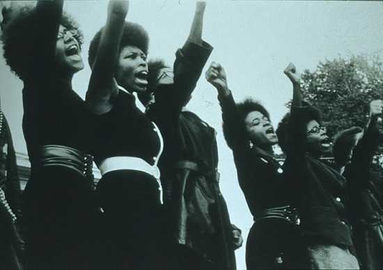 "Panteras Negras. ""Women, Free Huey Rally, Oakland"", 1968, Foto de Pirkle Jones."