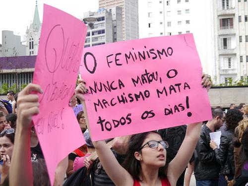 Manifestante na Marcha das Vadias de São Paulo 2013. Foto de Lucia Freitas/LuluzinhaCamp no Flickr em CC, alguns direitos reservados.