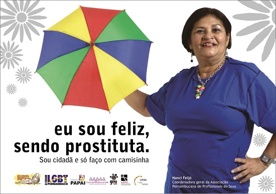 Cartaz feito pela APPS, Fórum LGBT de Pernambuco, Instituto PAPAI, Centro das Mulheres do Cabo e dos Núcleos de Pesquisa do Departamento de Psicologia da UFPE (Gema, LabEshu e Gepcol) em protesto `a decisão do governo brasileiro de censurar e alterar a campanha. Leia a nota divulgada junto com o cartaz.