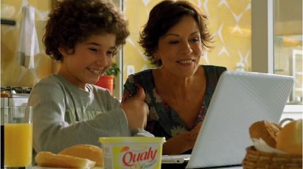 Cena de propaganda recente da margarina Qualy, que mostra o relacionamento de uma mãe com dois filhos.
