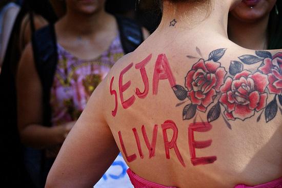 'Seja Livre'. Marcha das Vadias de Belo Horizonte 2013. Foto de Maria Objetiva no Flickr em CC, alguns direitos reservados.