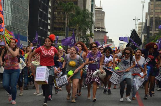Manifestação final do 9º Encontro Internacional MMM na Avenida Paulista. Foto de Cintia Barenho..