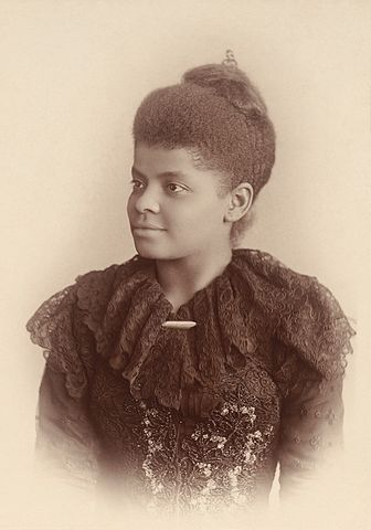Ida B. Wells-Barnett, foto de Mary Garrity restaurada por Adam Cuerden, alguns direitos reservados.