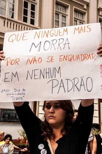 Manifestação pelo Dia da Visibilidade Trans 2013 em Curitiba/PR. Foto de Lari Schip no Facebook.