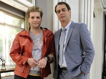 Niko (Thiago Fragoso) e Eron (Marcelo Anthony). Personagem de Anthony é um bissexual casado com um homem. Foto: TV Globo/Divulgação.