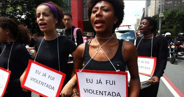 Protesto marca o Dia Internacional da Mulher, na Avenida Paulista, em São Paulo. As mulheres protestam contra a violência, pela igualdade, liberdade e por mais direitos. Foto de Renato S. Cerqueira/Futura Press.
