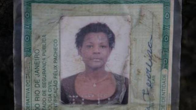 Identidade de Claudia da Silva Ferreira. Foto: Jornal Extra.