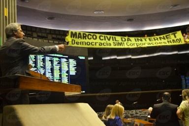 Deputado Alessandro Molon (PT-RJ), relator do Marco Civil. Foto de José Cruz/Agência Brasil.