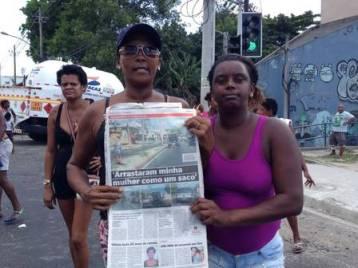 Moradores do Morro da Congonha fazem manifestação pela morte de Claudia Silva Ferreira.  Foto de Paolla Serra/jornal Extra.