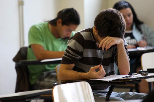 Candidatos fazem provas no primeiro dia do ENEM. Foto de Daigo Oliva/G1.