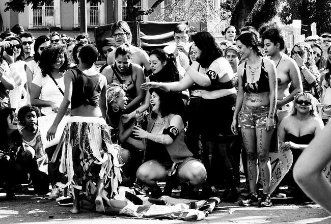 Marcha das Vadias Curitiba/PR - 2014. Foto de Lari Schip no Facebook.