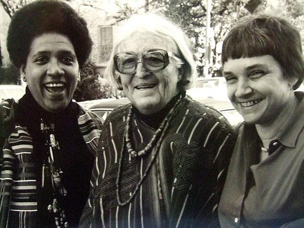 Audre Lorde, Meridel Lesueur e Adrienne Rich em 1980. Na cidade de Austin, Texas. Foto de K. Kendall.