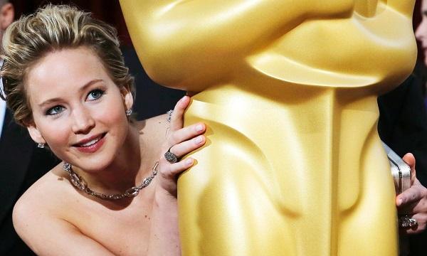 ALERTA: Sob suas roupas, as celebridades estão nuas --- até mesmo Jennifer Lawrence. Foto de Adrees Latif/Reuters.