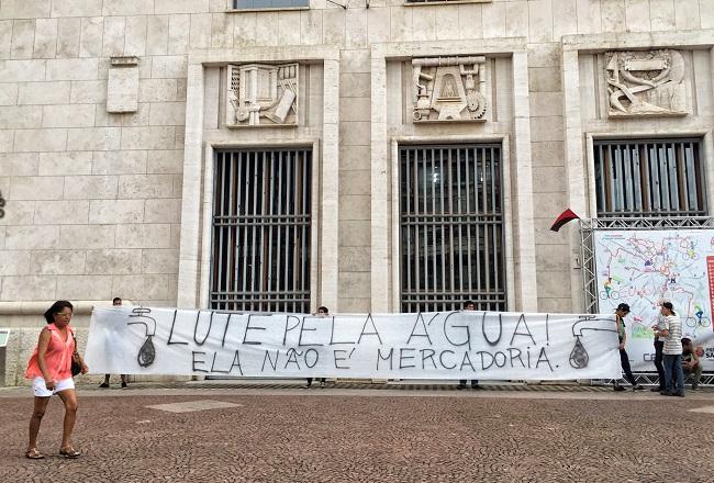 Manifestação em frente a prefeitura de SP contra a falta de água. Foto de Paulo Pinto/Fotos Públicas.
