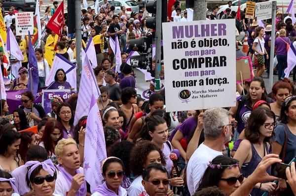 Manifestação no Dia Internacional da Mulher, em frente ao Masp na Avenida Paulista. Foto de Roberto Parizotti/Fotos Públicas.