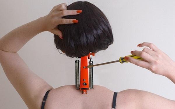 "Mulher-Máquina. Imagem de Jessica Ledwich, peça do projeto fotográfico ""Monstrous Feminine""."