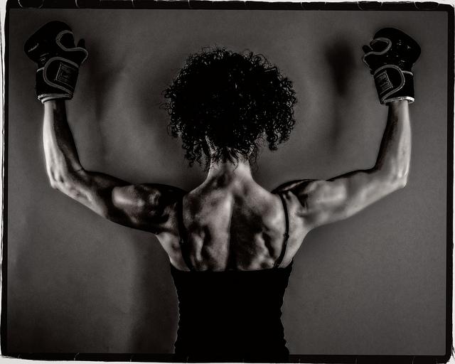 Mulher musculosa. Foto de Rikard Elofsson no Flickr em CC, alguns direitos reservados.