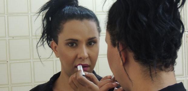 Janaína Falcão sofreu no trabalho ao iniciar tratamento para assumir identidade feminina. Foto de Luna Markman/G1.