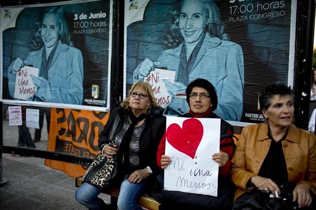 """Marcha """"Ni Una Menos"""" em Buenos Aires, Argentina. Junho/2015. Foto de Natacha Pisarenko / AP."""