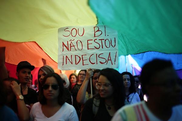 Junho/2015. Militantes, ativistas e simpatizantes participam da 13ª Caminhada de Mulheres Lésbicas e Bissexuais de São Paulo. Foto de Bruno Poletti/Folhapress.