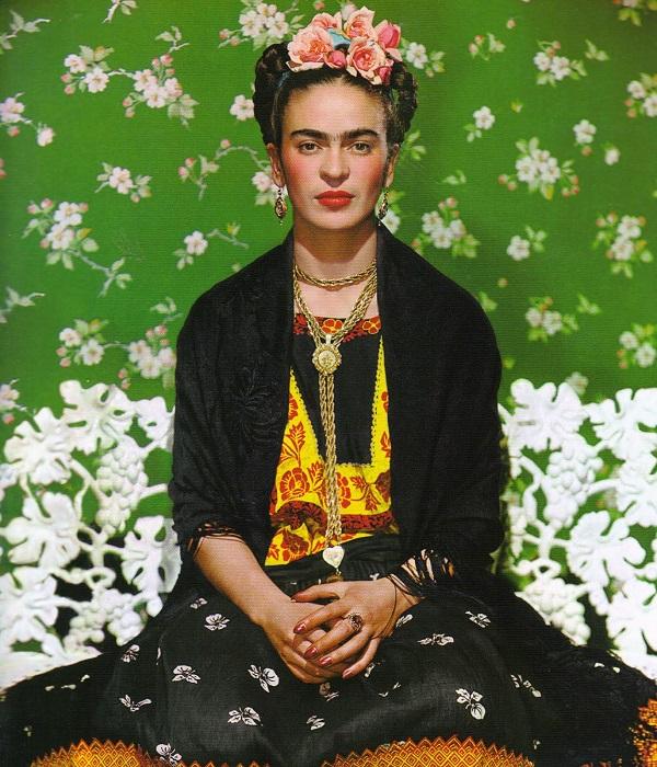 Frida Kahlo. Foto de Nickolas Muray. Publicada como capa da revista Vogue México em 2012.