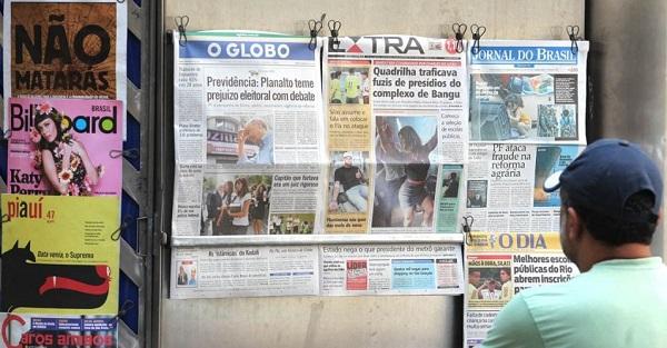 Banca de jornal na cidade do Rio de Janeiro. Foto de Julio Cesar Guimarães/UOL.