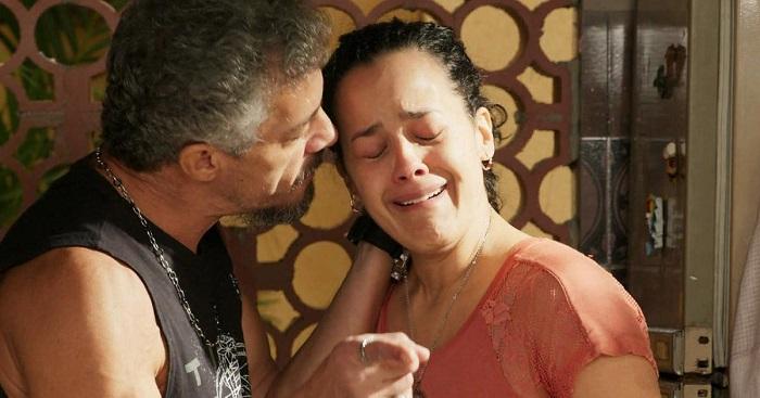 Personagens Juca e Domingas em cena da novela 'A Regra do Jogo' (2015) da Rede Globo.