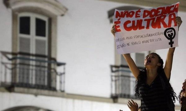 Protesto contra estupros no Rio de Janeiro, dia 27/05/2016. Foto de Rafael Moraes / Agência O Globo.
