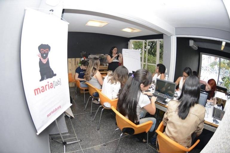 Workshop de arduíno promovido pelo MariaLab, espaço em São Paulo que espaço voltado para mulheres e meninas, que quer ensinar e divulgar ciências e tecnologia como coisa de mulher! imagem: Facebook do Marialab.