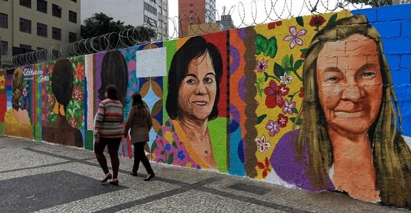 Agosto/2016. Grafite em homenagem aos dez anos da Lei Maria da Penha é inaugurado no centro de São Paulo. Imagem: Hélvio Romero/Estadão Conteúdo.