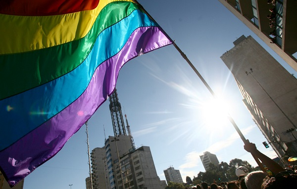 São Paulo, 2010. Bandeira do arco-íris na Avenida Paulista. Foto de Daigo Oliva/G1.